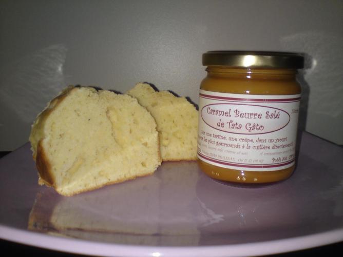 Brioche Nature accompagnée du Caramel Beurre Salé de Tata Gâto
